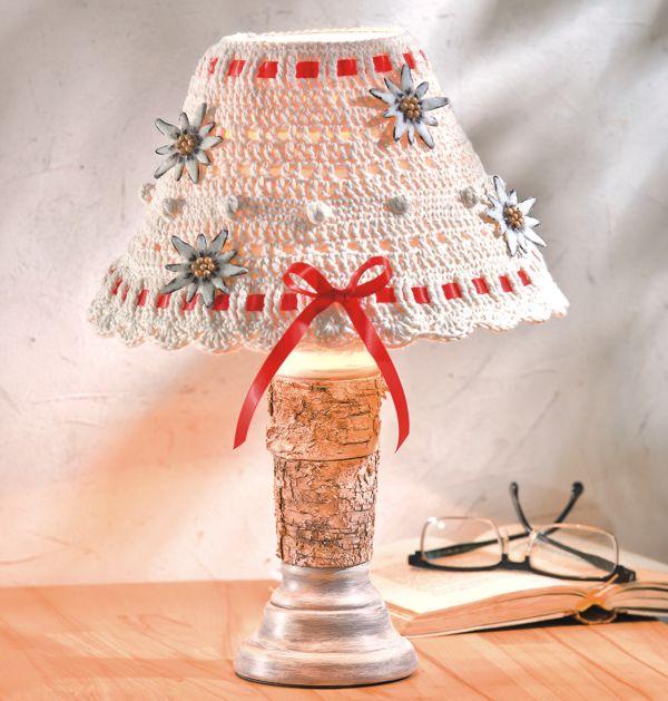 abat jour crochet pour jolie lampe de chevet loisirs. Black Bedroom Furniture Sets. Home Design Ideas