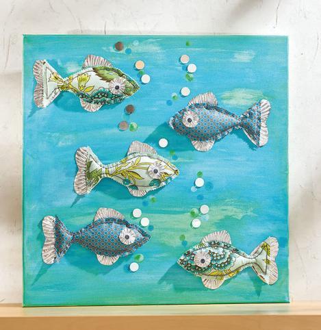 Auf Diesem Dekorativen Keilrahmen Werden Verschiedene Materialien Auf  Ungewöhnliche Weise Miteinander Kombiniert. Fische Aus Buntem Stoff  Erhalten Flossen ...