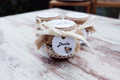 Hochzeit gastgeschenk marmelade vbs hobby bastelshop - Marmeladenglaser dekorieren ...