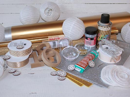 silvester deko selber machen anleitung silvester tischdeko basteln tischdeko ideen gold. Black Bedroom Furniture Sets. Home Design Ideas