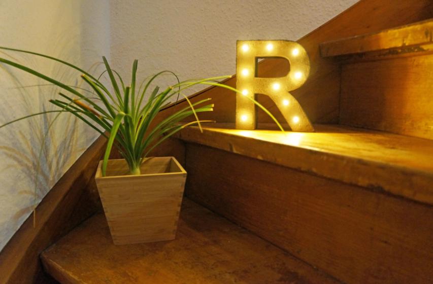 leuchtbuchstabenlampe mit rosteffekt selber basteln vbs hobby. Black Bedroom Furniture Sets. Home Design Ideas