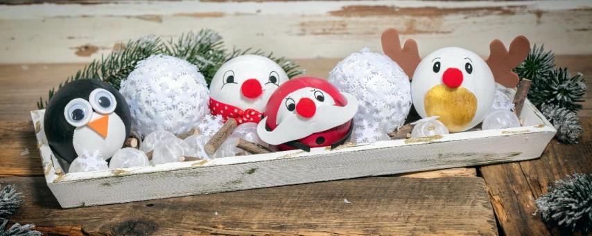 Christbaumkugeln Pappmache.Anleitung Weihnachtsfreunde Aus Pappmaché Kugeln Vbs Hobby Bastelshop